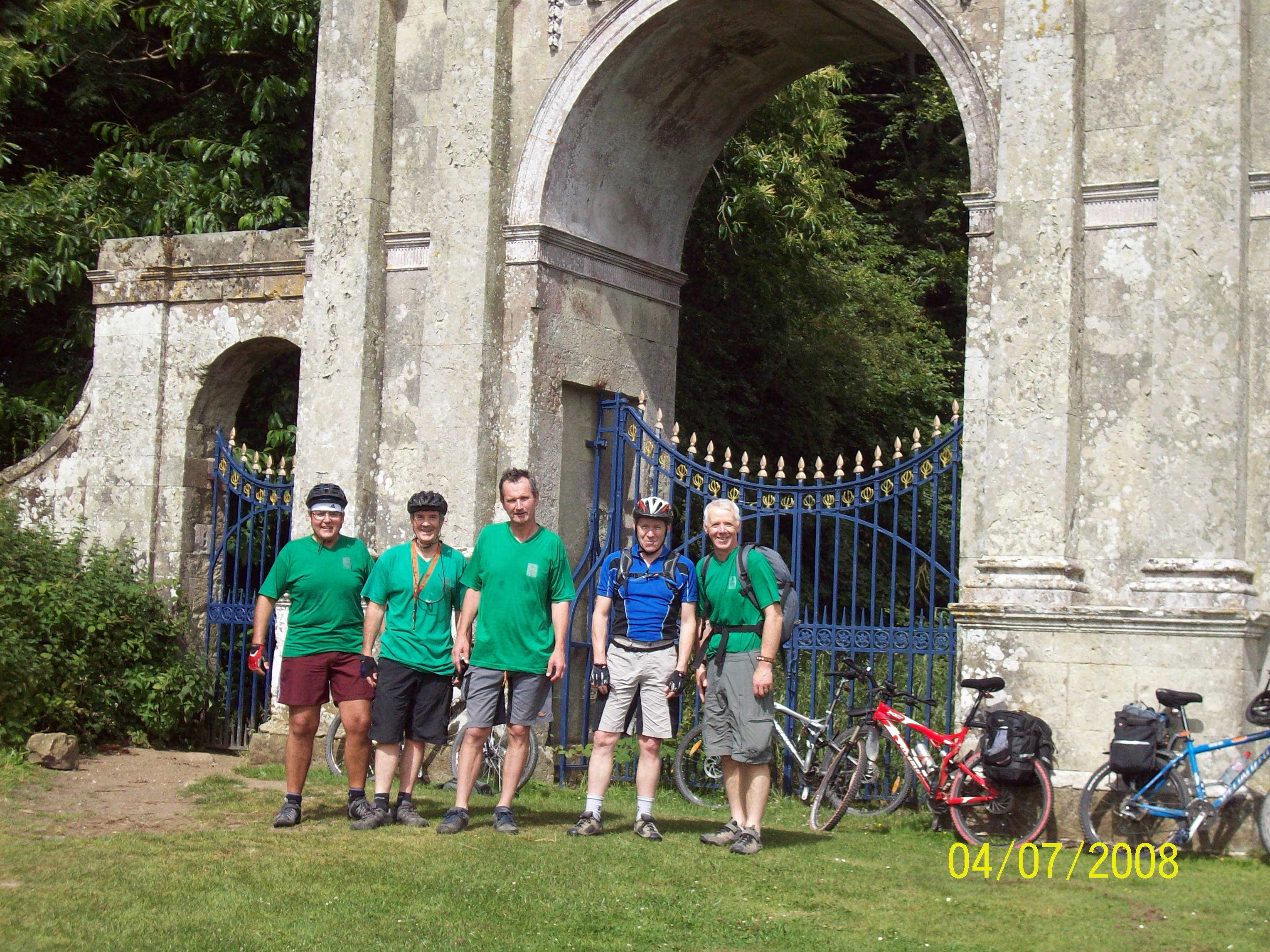 IOW ride traditional arch photo